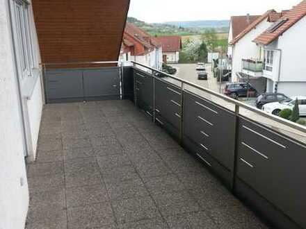 Gepflegte 2-Zimmer-DG-Wohnung mit Balkon und Einbauküche in Friolzheim