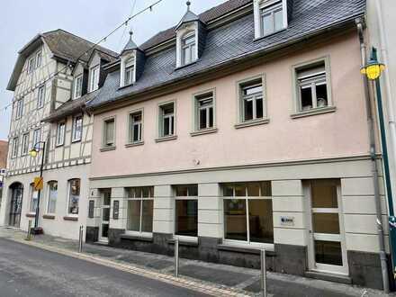Im Herzen der Hochheimer Altstadt, wunderschönes Ladenlokal mit großem Schaufenster
