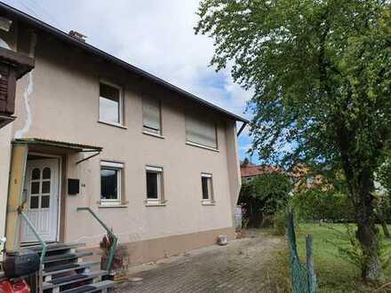 Große Doppelhaushälfte mit Garage in Bargau – Sanierungsbedürftig