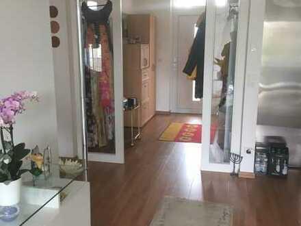 Neuwertige 2-Zimmer-Wohnung mit Balkon und Einbauküche in Meitingen