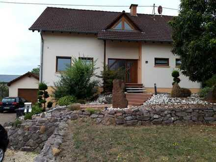 Losheim-OT, freistehendes 1-FH, 5 ZKB, G-WC, große Terrasse, sehr großer Garten