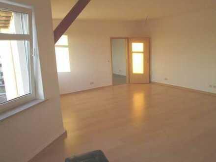 Helle und frisch renovierte DG-Wohnung in Nähe zum Umweltbundesamt!