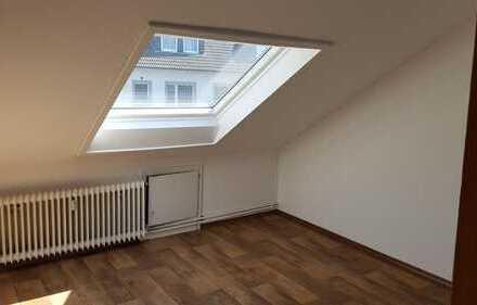 Schön schräg wohnen... 2-Zimmer-Wohnung mit Küchenzeile