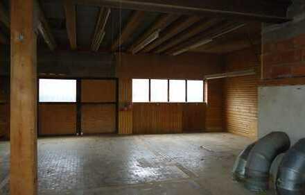 Halle mit Büro, WC/Dusche und Aufenthaltsraum