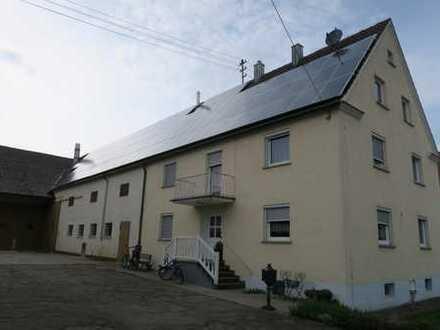 Großzügiges Bauernhaus mit Nebengebäuden in Buttenwiesen