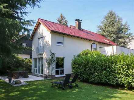 Hochwertiges Einfamilienhaus mit Traumgarten