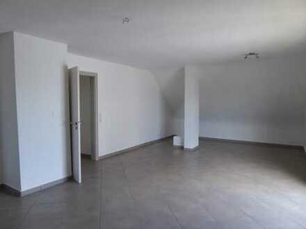 Großzügige, neuwertige 3-Zimmer-DG-Wohnung mit gehobener Innenausstattung zur Miete in Karlsruhe