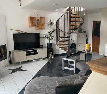 Architektonisch reizvolle 4 Zimmer Maisonettewohnung in Kelkheim (Taunus)