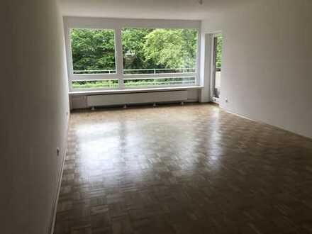 Erstbezug nach Sanierung mit Balkon: ansprechende 4-Zimmer-Hochparterre-Wohnung in Hildesheim