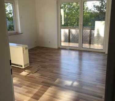Vollständig renovierte 94 m2 große 3-Zimmer-EG-Wohnung mit Balkon in Wiesbaden
