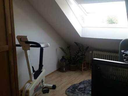 Sanierte DG-Wohnung mit einem Zimmer und EBK in Waiblingen-Hohenacker