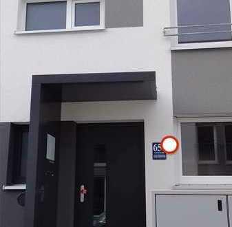 Neuwertiges Reihenhaus mit sechs Zimmern und EBK in Feldmoching, Ludwigsfeld