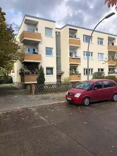 Schöne 2 Zimmer Wohnung im EG mit kleinem Balkon in Zehlendorf zu verkaufen
