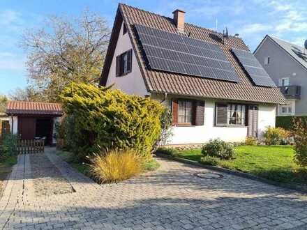 Gemütliches Wohnhaus mit traumhaftem Grundstück