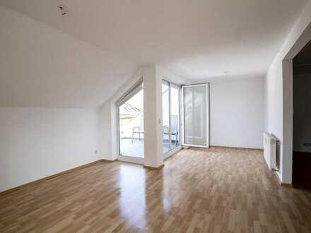 Gepflegte Dachgeschosswohnung mit 2,5 Zimmern, Balkon und Einbauküche in Neulingen-Göbrichen