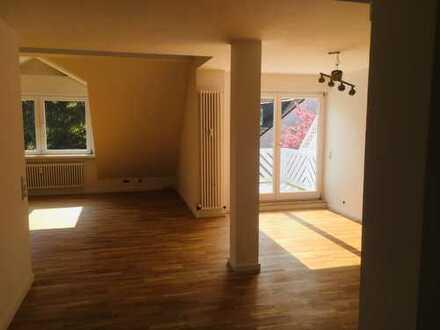 Großzügige 3-Zimmer-Dachgeschoss-Maisonette-Wohnung mit zwei Dachterrassen in Düsseldorf