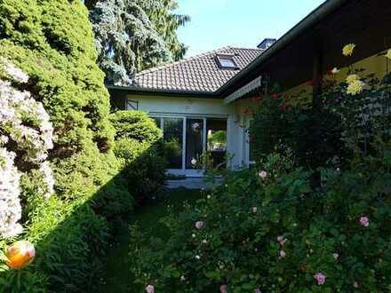 Großzügiges Zweifamilienhaus in grüner Traumlage in Friedrichsdorf Seulberg