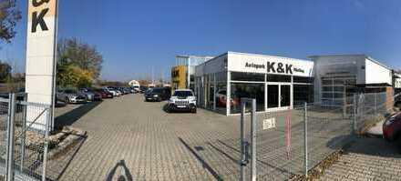 Autohaus Lagerhalle Parkplätze Werkstatt