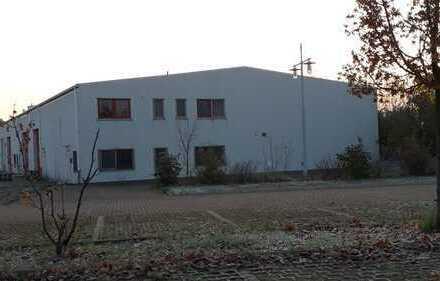 Lager- oder Produktionsfläche, erweiterbar, gedämmt, mit Sozialräumen und Aussenfläche
