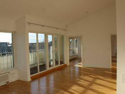 Großzügige Dachgeschoßwohnung mit herrlichem Blick über Berlin-Steglitz
