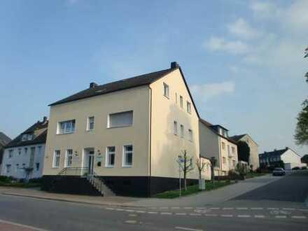 Attraktive 141 m² Büro-/Praxisfläche mit bester Sichtbarkeit in Frohlinde!