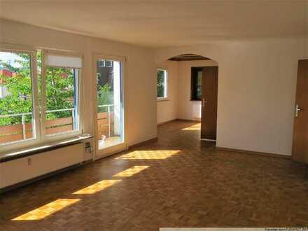 Helle und großzügig Wohnung in verkehrsberuhigter Straße!