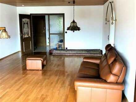 Schöne großzügige vier Zimmer Wohnung mit großem Südbalkon und EBK