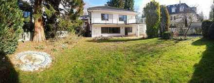 Schmuckstück zum Verlieben! Traumhaftes Grundstück mit EFH-Villa + zusätzliche Bebaubarkeit möglich!