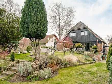 Neue Familie gesucht: Ein- bis Zweifamilienhaus mit malerischem Garten und viel Platz