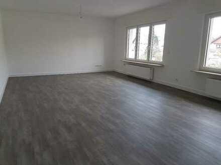 Helle, schöne, geräumige drei Zimmer Wohnung (1. OG) mit Balkon in Hainburg (Kreis Offenbach)