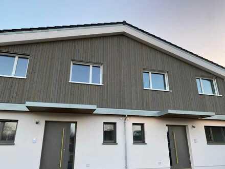 Erstbezug: freundliche Doppelhaushälfte mit vier Zimmern in Ehekirchen, Ehekirchen