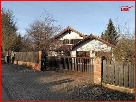 Herrschaftliche Villa in Traumlage von Schwarzenfeld - Zusätzliche Bebauung möglich!