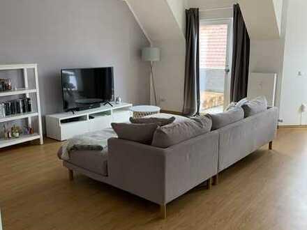 Renovierte 3-ZKB Maisonettewohnung mit Balkon, Küche und Tiefgaragenstellplatz in zentraler Lage