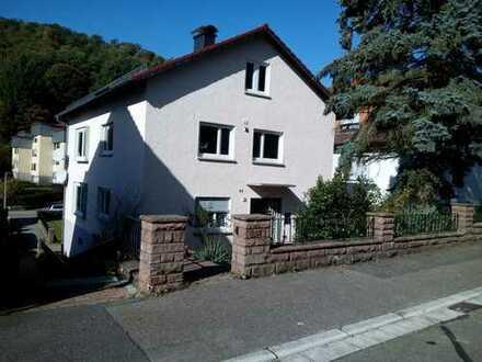 Neuwertige 2-Zimmer-Wohnung mit Balkon und EBK Zentral in Eberbach