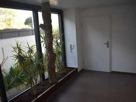 Stilvolle 4-Zimmer-Wohnung mit Balkon und Einbauküche in Karlsruhe
