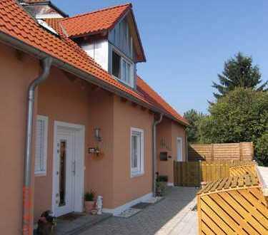 Neuwertiges Reihenmittelhaus in Maxhütte-Haidhof zu vermieten!
