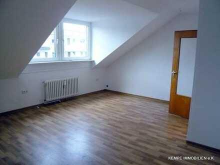 Helle,ruhige 2 ½ Raum Dachgeschosswohnung – 7 Minuten vom Limbecker Platz entfernt