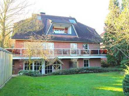Scharbeutz! Großes Zweifamilienhaus mit Einliegerwohnung, Pool und großem Garten in Strandnähe