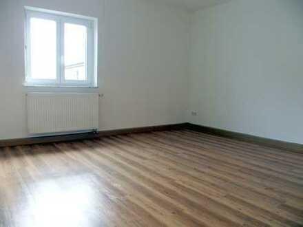 Moderne, geräumige 3,5-Zi.-Wohnung mit Einbauküche und Gartenanteil in ruhiger Lage…