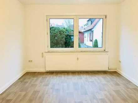🎨Wir renovieren - FÜR SIE! Geräumige 4-Zimmer Erdgeschosswohnung mit Tageslichtbad in Stadtnähe!
