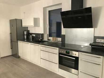 Zentral und ruhig. Wohnung - 3 Balkone+Terrasse inkl. Einbauküche