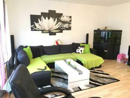 Modernisierte Wohnung mit drei Zimmern sowie Balkon und EBK in Singen (Hohentwiel)