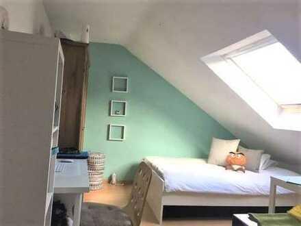 Dortmund-City für 1 Person! Gemütliche Dachgeschosswohnung mit Pantryküche und Tageslichtbad