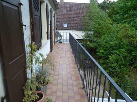 Gepflegte 3-ZKIB DG Wohnung mit Balkon im Afrika Viertel