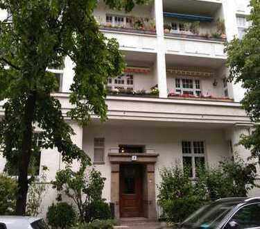 Anlageobjekt von Privat - Schöne zwei Zimmer Altbauwohnung in Berlin, Wilmersdorf, Seitenflügel EG