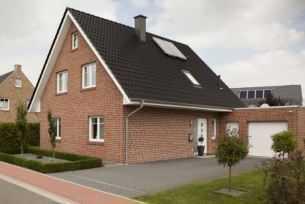 Einfamilienhaus mit Garage , ca. 121 m2 Wfl., 698 m2 Grundstück (auch als Mietkaufvariante möglich)
