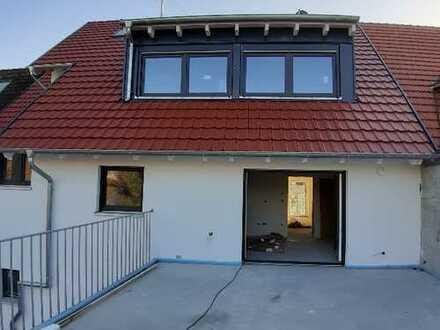 MANNHEIM - FRIEDRICHSFELD // Wunderschöne 4 ZKB/Du, GäWC + ca. 30 m² Dachterrasse Maisonetten Whg.