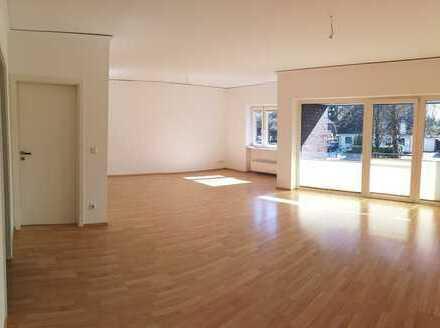 Vollständig renovierte 4-Zimmer-Wohnung mit großer Dachterrass und Einbauküche in Billstedt, Hamburg