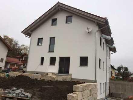 Moderne Neubau-Doppelhaus-Hälfte (rechts) mit 4,5 Zimmern Nähe Ebersberg (Kreis), Frauenneuharting