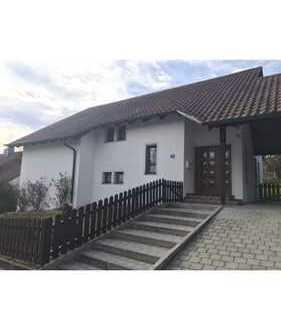 Vollständig renoviertes Haus mit sieben Zimmern und EBK in Nittenau